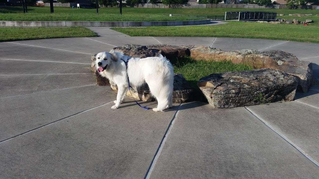 Heritage Park Overlook Basin - park  | Photo 4 of 10 | Address: Friendswood Link Rd, Friendswood, TX 77546, USA