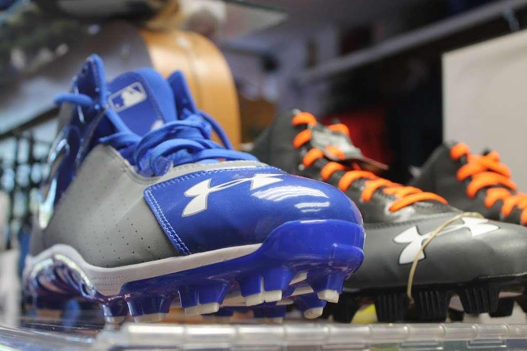 J&J Sport Pro - clothing store  | Photo 8 of 10 | Address: 7515 Myrtle Ave, Glendale, NY 11385, USA | Phone: (718) 821-1948