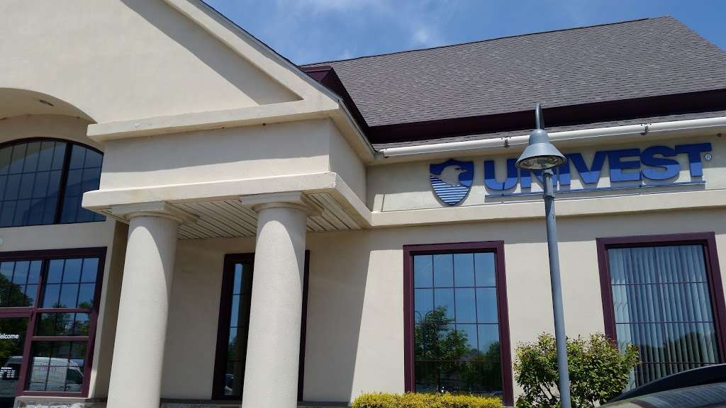 Univest Bank and Trust Co. - bank  | Photo 1 of 3 | Address: 694 Dekalb Pike, Blue Bell, PA 19422, USA | Phone: (610) 279-3901