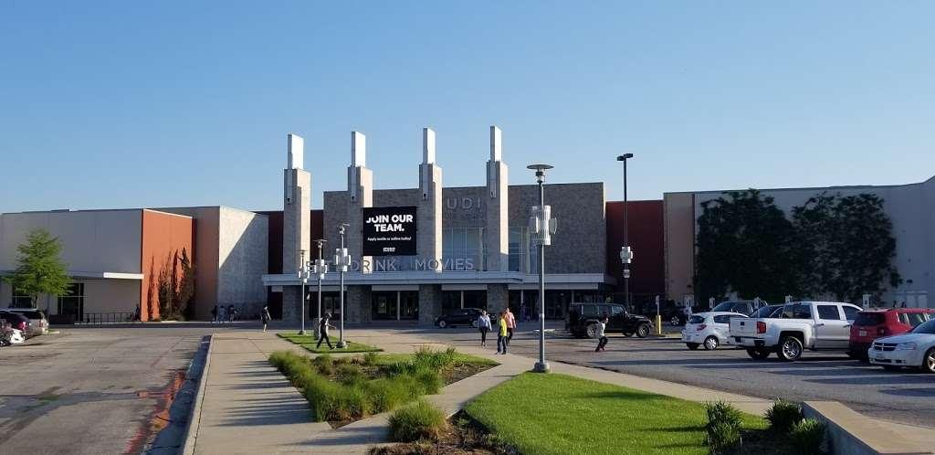 Studio Movie Grill - movie theater  | Photo 5 of 10 | Address: 10110 Technology Blvd E, Dallas, TX 75220, USA | Phone: (469) 405-8531