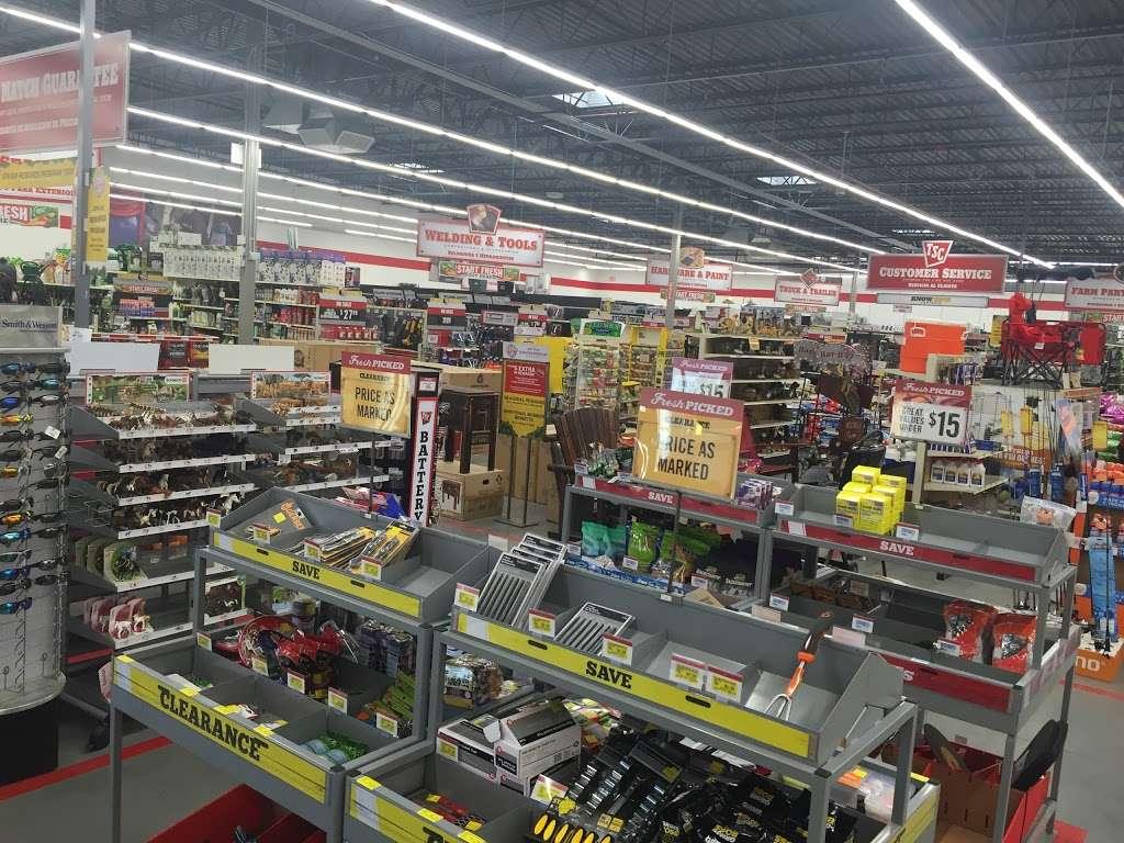 Tractor Supply Co., 32 Main St, Hesperia, CA 32, USA