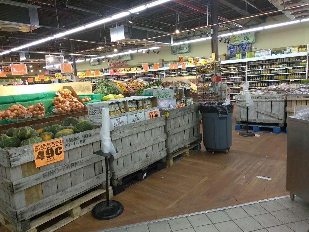 Family Dollar - supermarket  | Photo 3 of 10 | Address: 375 Tompkins Ave, Staten Island, NY 10305, USA | Phone: (718) 442-1030