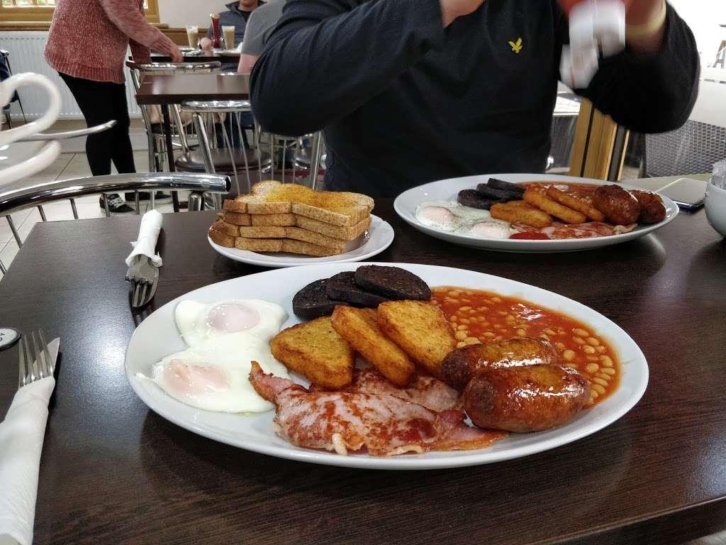 River Palace Cafe - cafe  | Photo 10 of 10 | Address: Dobbs Weir Rd, Hoddesdon EN11 0AZ, UK | Phone: 01992 214146