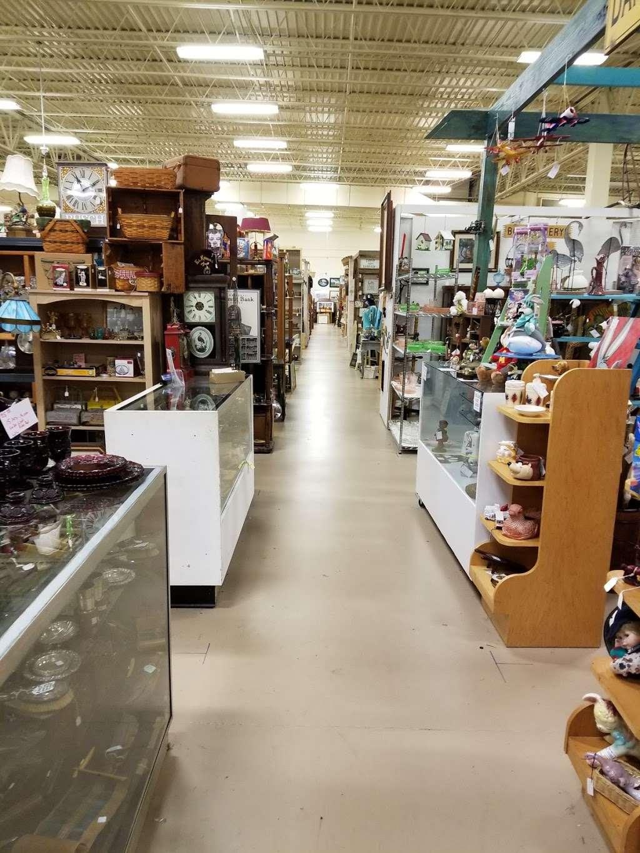Wildwood Antique Mall of Lakeland - jewelry store  | Photo 8 of 9 | Address: 3530 US Hwy 98 N, Lakeland, FL 33809, USA | Phone: (863) 603-3917