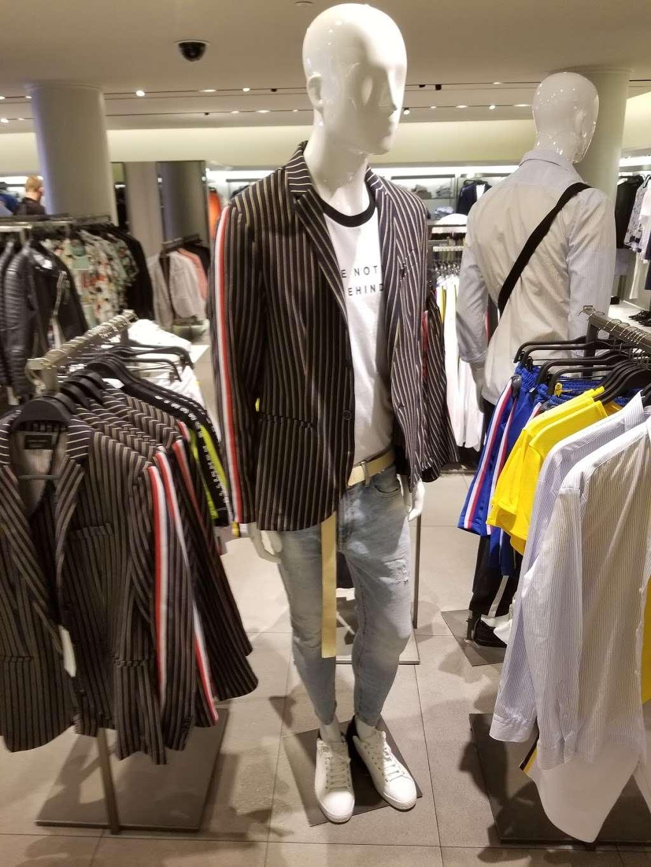 Zara - clothing store  | Photo 5 of 10 | Address: 101 5th Ave, New York, NY 10003, USA | Phone: (212) 741-0555