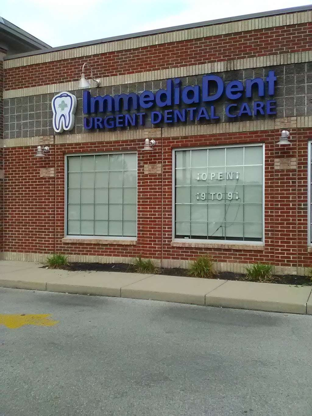 ImmediaDent - Urgent Dental Care - dentist    Photo 2 of 10   Address: 2128 Mounds Rd, Anderson, IN 46016, USA   Phone: (765) 642-0400