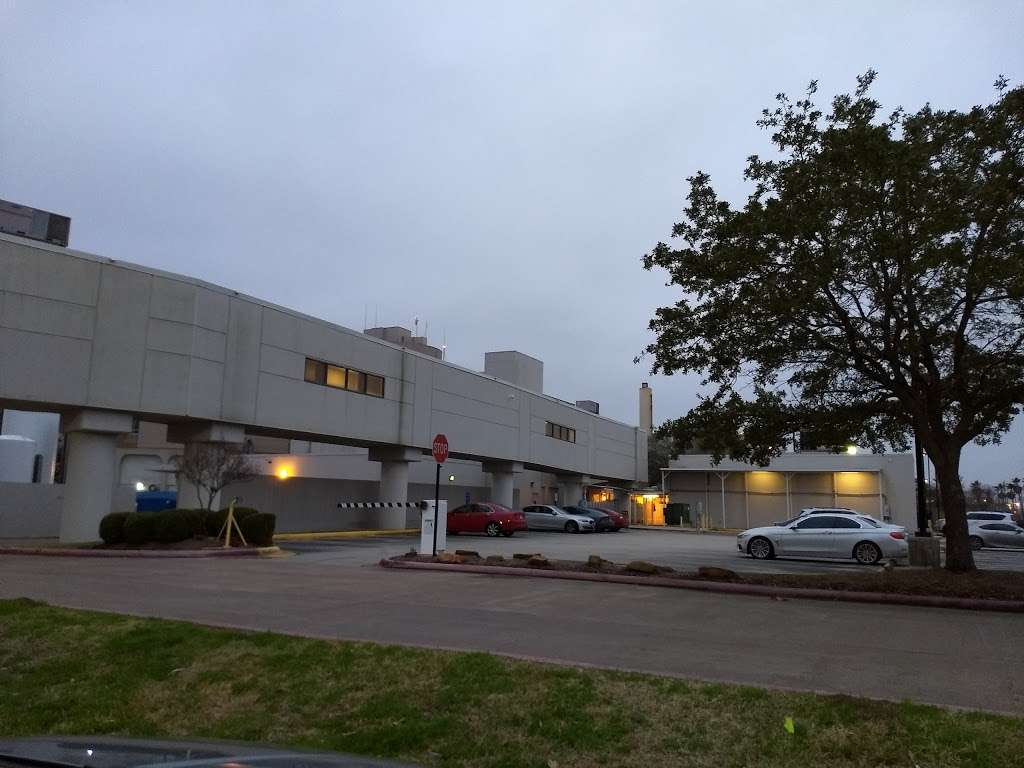 HCA Houston Healthcare Clear Lake - hospital    Photo 9 of 10   Address: 500 W. Medical Center Blvd, Webster, TX 77598, USA   Phone: (281) 332-2511