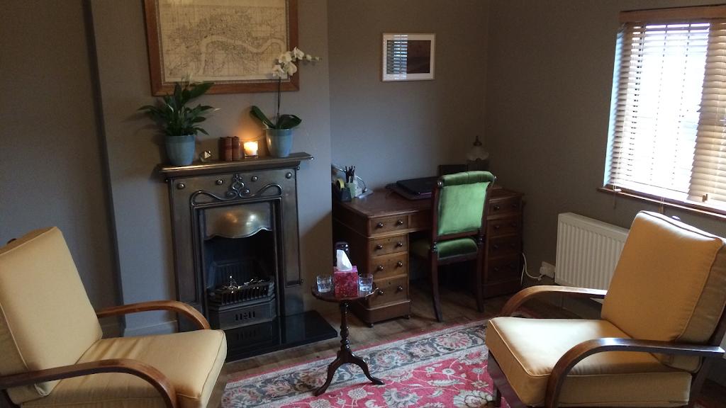 Leonie Cowl Therapy - health  | Photo 1 of 5 | Address: Tudor Cottage, Hilders Lane, Edenbridge TN8 6JX, UK | Phone: 07724 239973