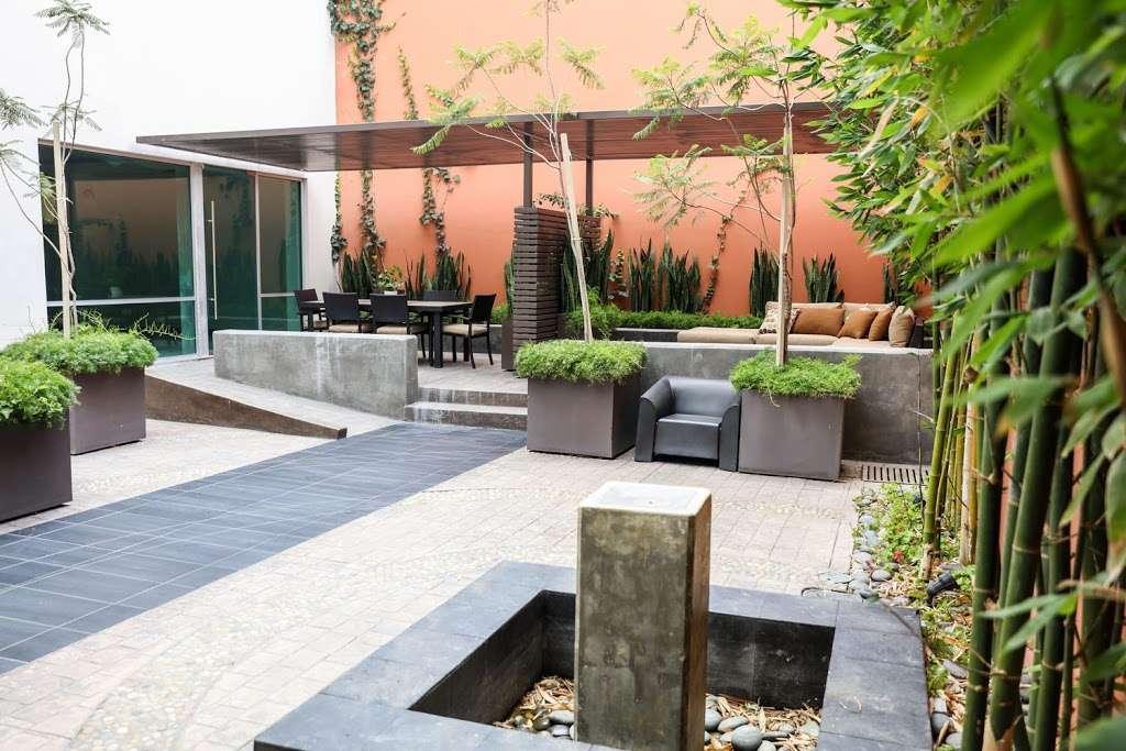 My Spine Treatment Center - health  | Photo 3 of 5 | Address: Av. Juan Sarabia 8453, Zona Centro, 22000 Tijuana, B.C., Mexico | Phone: (619) 512-0100