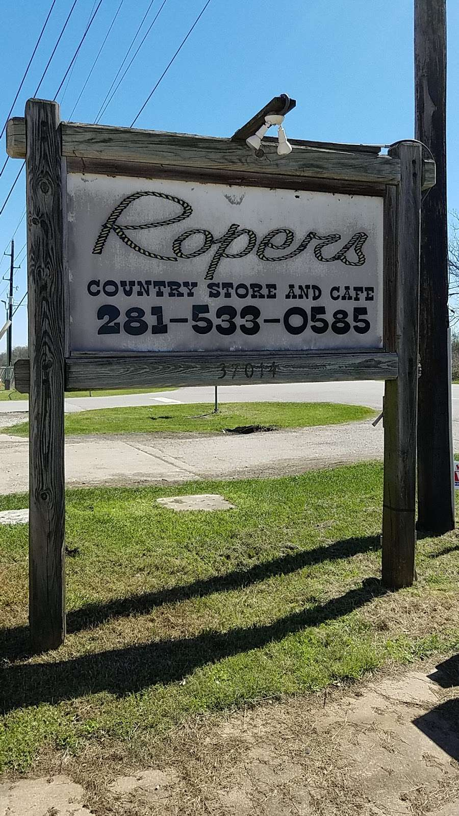 Ropers Country Store & Cafe - convenience store  | Photo 6 of 8 | Address: 37014 Farm to Market 1093, Simonton, TX 77476, USA | Phone: (281) 533-0585