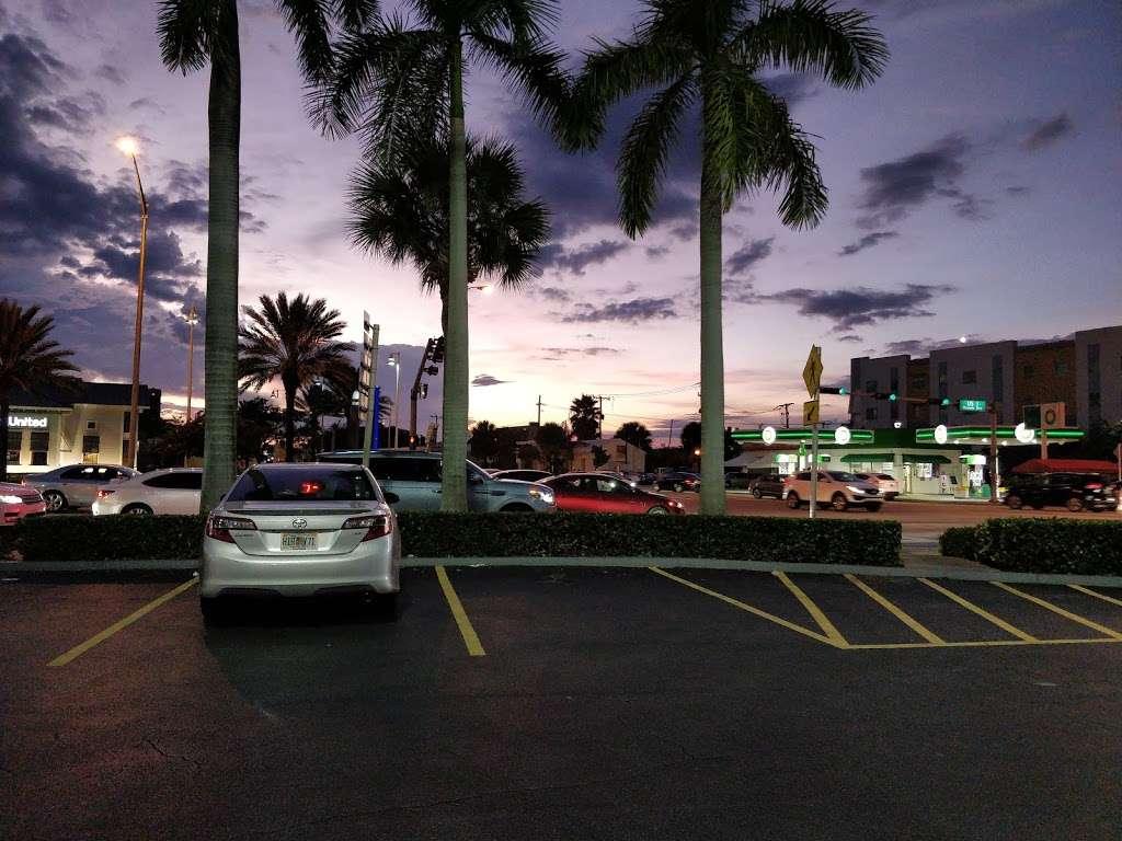 RK Causeway Plaza - shopping mall  | Photo 7 of 10 | Address: 12295 Biscayne Blvd, North Miami, FL 33181, USA | Phone: (305) 949-4110