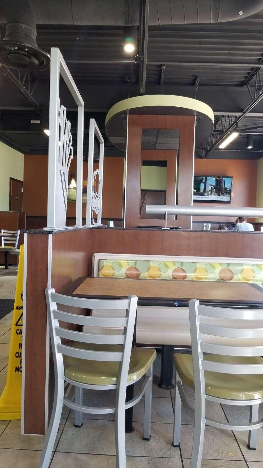 Burger King - restaurant    Photo 6 of 10   Address: 490 US-46, South Hackensack, NJ 07606, USA   Phone: (201) 641-5534