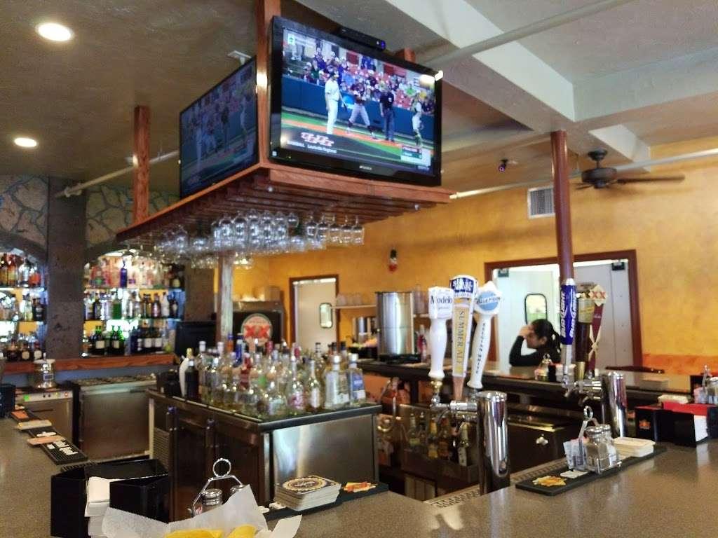 El Tapatio Mexican Restaurant - night club    Photo 5 of 10   Address: 300 Newburyport Turnpike, Rowley, MA 01969, USA   Phone: (978) 432-1336