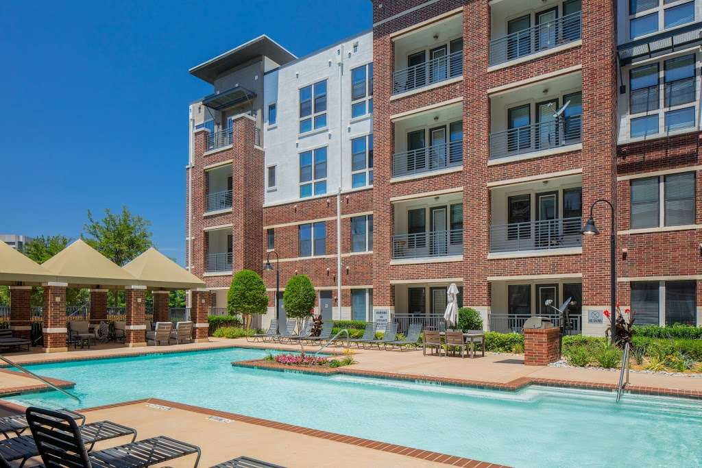 IMT Lakeshore Lofts - real estate agency  | Photo 3 of 10 | Address: 800 Lake Carolyn Pkwy, Irving, TX 75039, USA | Phone: (972) 982-8649