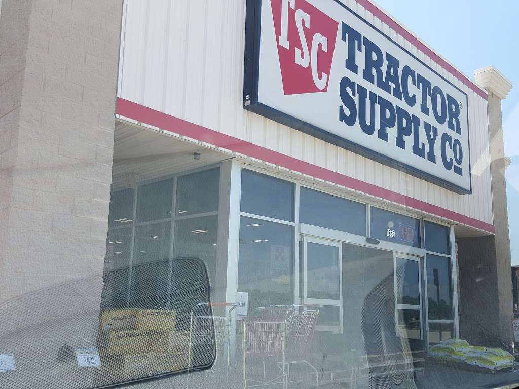 Tractor Supply Co. - hardware store  | Photo 4 of 10 | Address: 1253 SE Oldham Pkwy, Lees Summit, MO 64081, USA | Phone: (816) 525-3757
