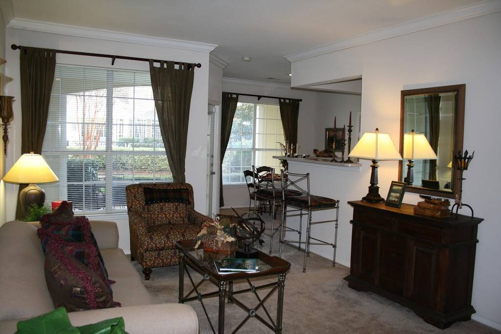 Lodge at Mallard Creek Apartments - real estate agency    Photo 4 of 5   Address: 7815 Chelsea Jade Ln, Charlotte, NC 28269, USA   Phone: (704) 509-0098