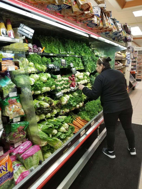 DeCicco Family Markets - supermarket    Photo 4 of 9   Address: 58 East Pkwy, Scarsdale, NY 10583, USA   Phone: (914) 725-3807
