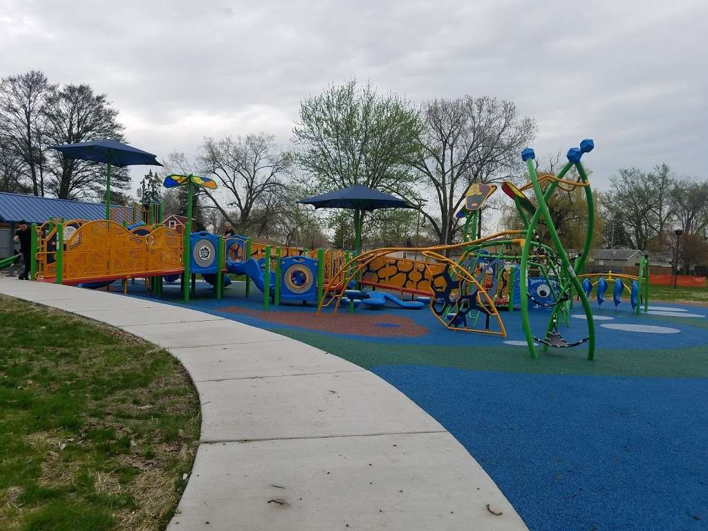 Columbus Manor Park - park  | Photo 9 of 10 | Address: 99th St &, Moody Ave, Oak Lawn, IL 60453, USA | Phone: (708) 857-2222