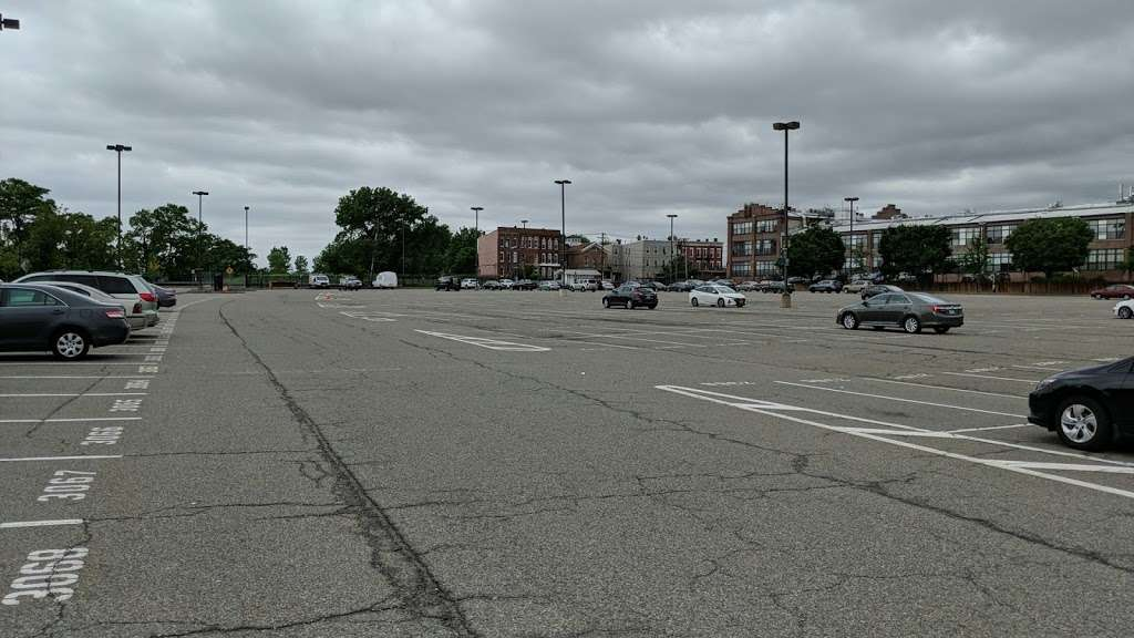 County Rd 612 Parking - parking  | Photo 4 of 5 | Address: County Rd 612, Jersey City, NJ 07302, USA