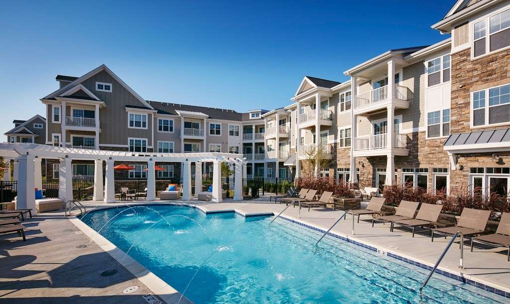 Reserve at Glenview Apartments - real estate agency  | Photo 4 of 10 | Address: 195 Waukegan Rd, Glenview, IL 60025, USA | Phone: (847) 724-0195