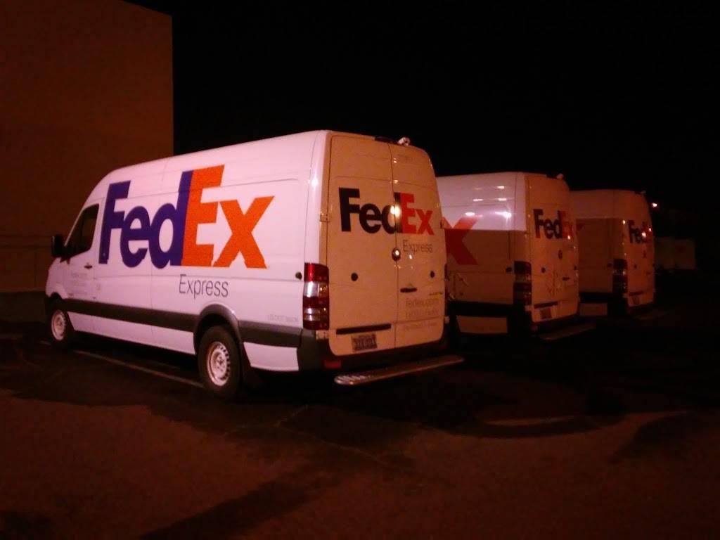 FedEx Ship Center - store  | Photo 9 of 9 | Address: 1121 W Cheyenne Ave, North Las Vegas, NV 89030, USA | Phone: (800) 463-3339