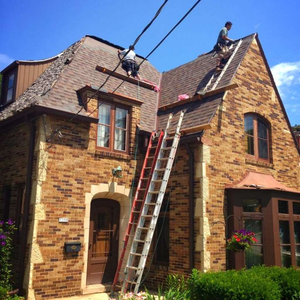 JRV Roofing - roofing contractor  | Photo 2 of 6 | Address: 2902 S 124th St, West Allis, WI 53227, USA | Phone: (414) 331-7849
