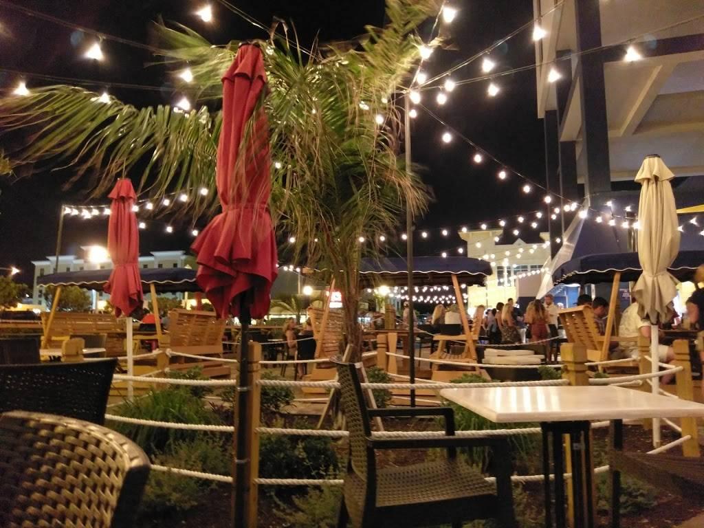 H Bar - restaurant  | Photo 7 of 8 | Address: 2705 Atlantic Ave, Virginia Beach, VA 23451, USA | Phone: (757) 428-4200 ext. 5105