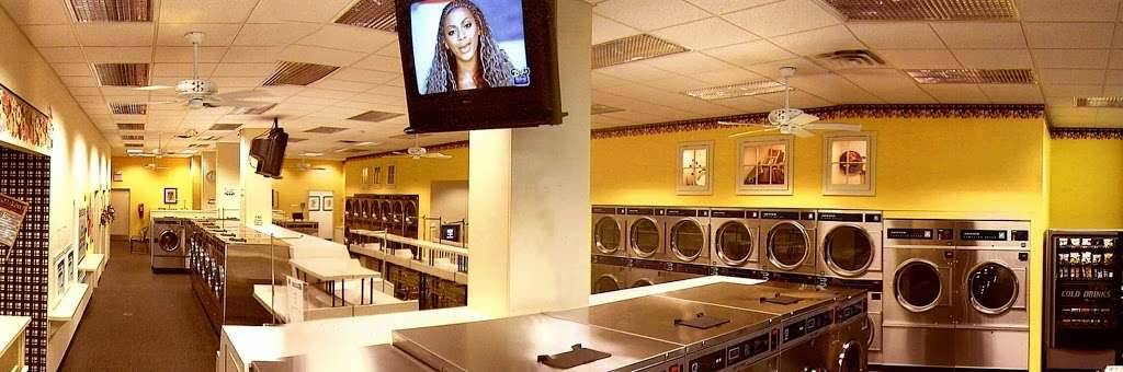 WashStop Laundry Center - laundry  | Photo 4 of 6 | Address: 850 S Valley Forge Rd, Lansdale, PA 19446, USA | Phone: (215) 362-7700