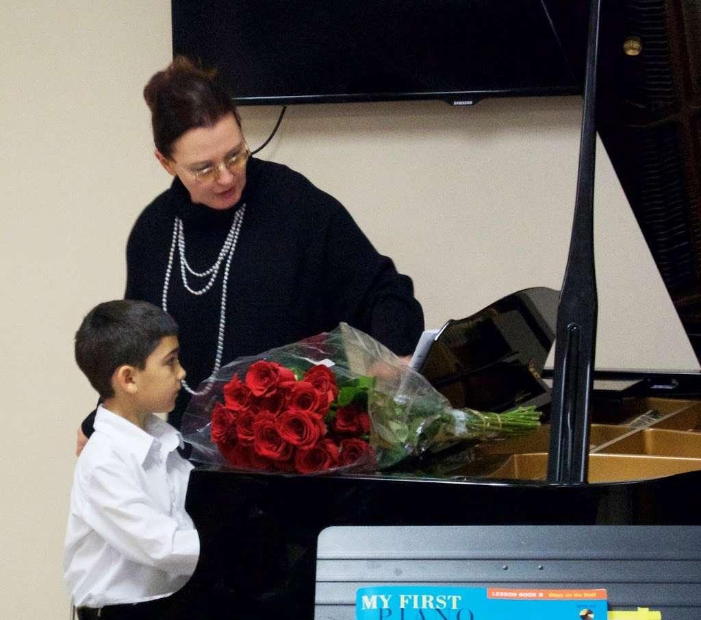 Svitlana Syrtsova Piano Studio - electronics store  | Photo 1 of 10 | Address: 850 W 176th St, New York, NY 10033, USA | Phone: (917) 306-3055