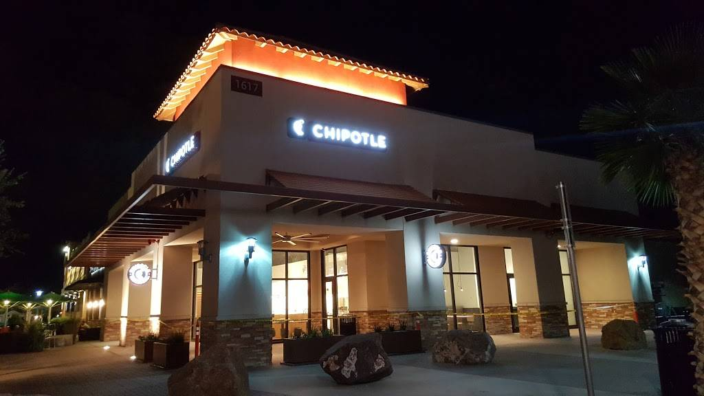 Chipotle Mexican Grill - restaurant  | Photo 4 of 9 | Address: 1617 Pleasonton Rd Ste G-107, Fort Bliss, TX 79906, USA | Phone: (915) 566-0774