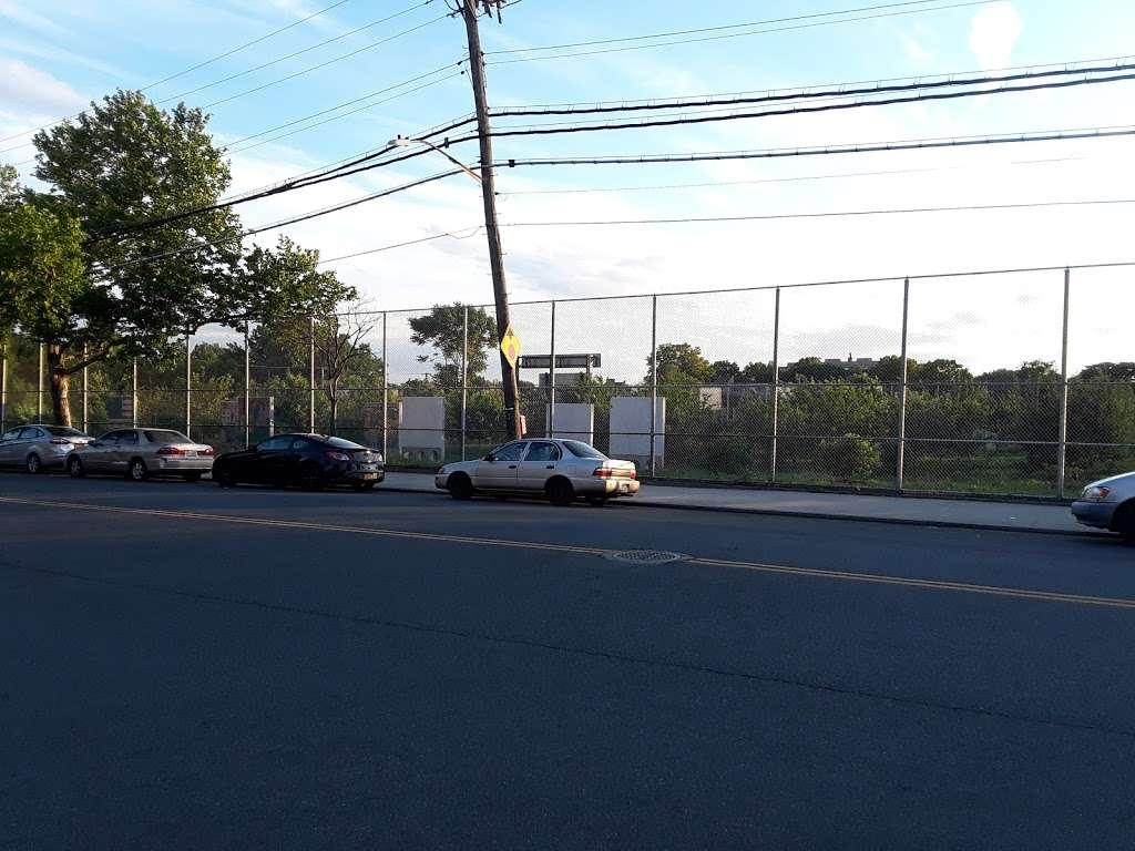 Pugsley Av/Seward Av - bus station    Photo 8 of 9   Address: Bronx, NY 10473, USA