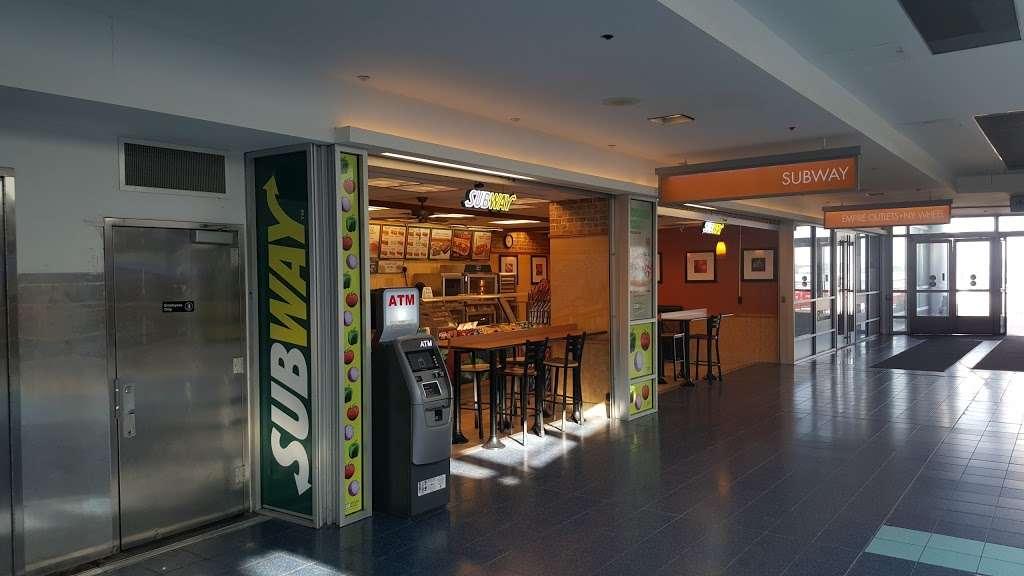 Subway Restaurants - restaurant  | Photo 2 of 6 | Address: 150 Bay St, Staten Island, NY 10301, USA | Phone: (718) 727-1777