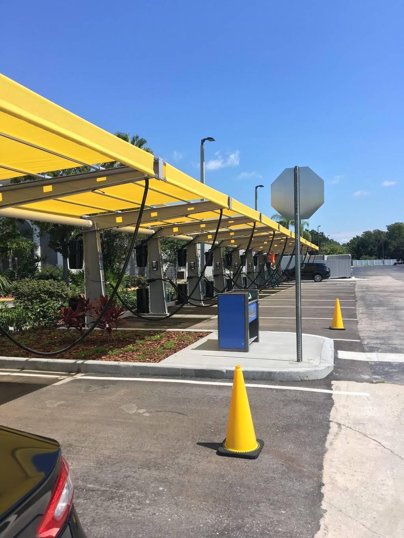 Floris Car Wash - car wash  | Photo 3 of 10 | Address: 3893 McCoy Rd, Orlando, FL 32812, USA | Phone: (407) 745-4343