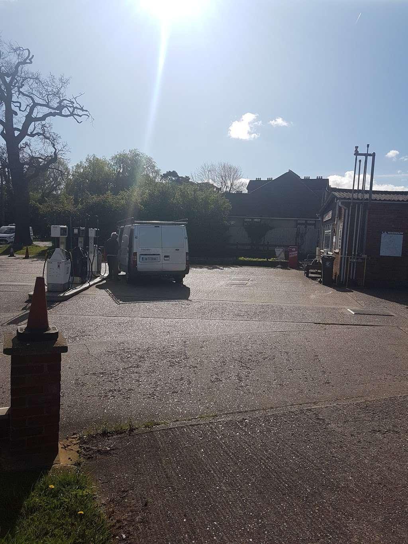 Jacks Hatch Garage - car repair    Photo 2 of 2   Address: Green Close, Epping Green, Nazeing, Epping CM16 6QA, UK   Phone: 01992 892167