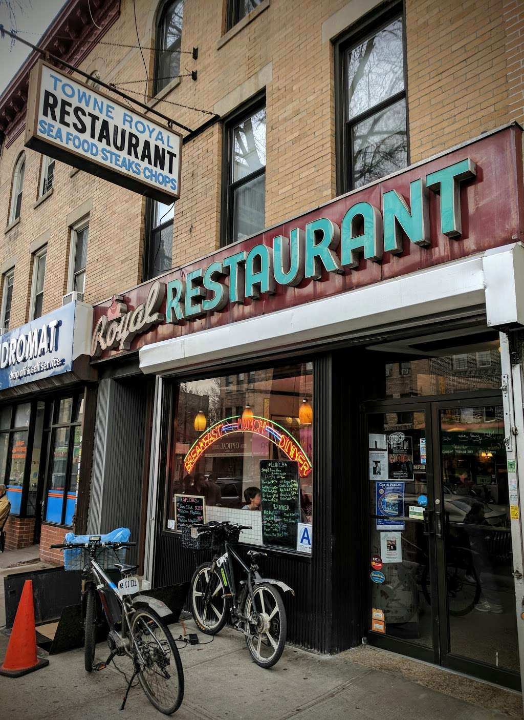Royal - meal takeaway  | Photo 3 of 10 | Address: 7609 5th Ave, Brooklyn, NY 11209, USA | Phone: (718) 280-9813
