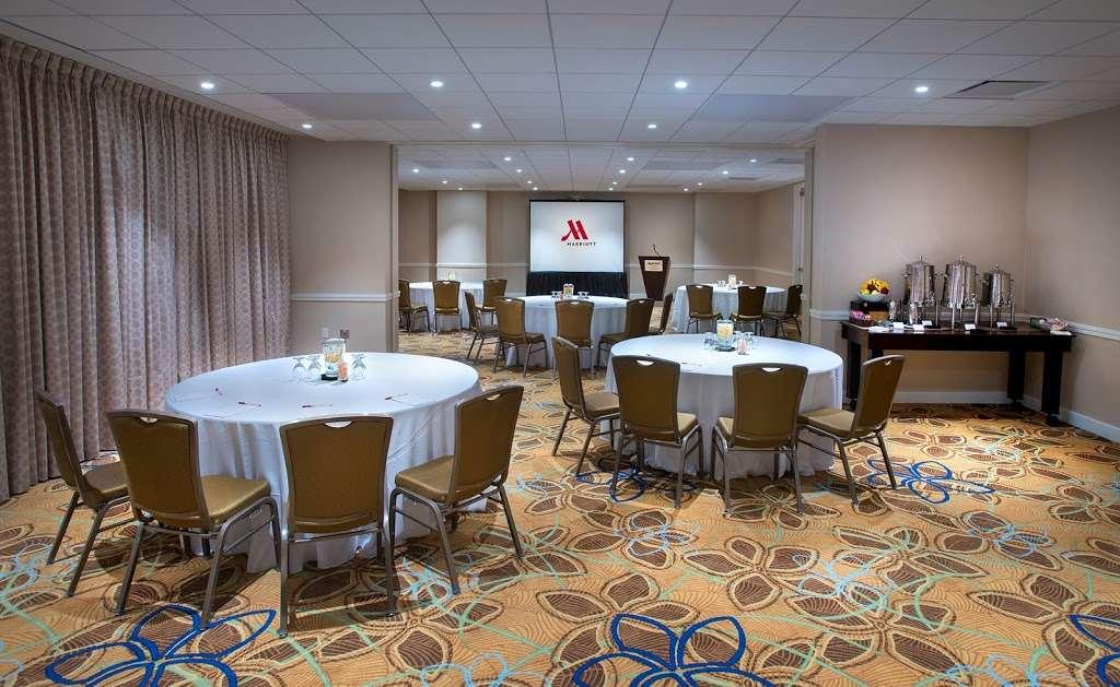 Teaneck Marriott at Glenpointe - lodging  | Photo 6 of 10 | Address: 100 Frank W Burr Blvd, Teaneck, NJ 07666, USA | Phone: (201) 836-0600