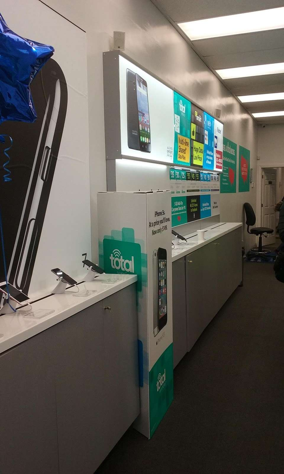 Total Wireless - store  | Photo 1 of 2 | Address: 83-19 Roosevelt Ave, Jackson Heights, NY 11372, USA | Phone: (631) 579-4628