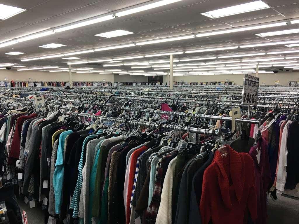 Name Brand Clothing - clothing store    Photo 1 of 10   Address: 8800 Marshall Dr, Shawnee Mission, KS 66215, USA   Phone: (913) 859-9898