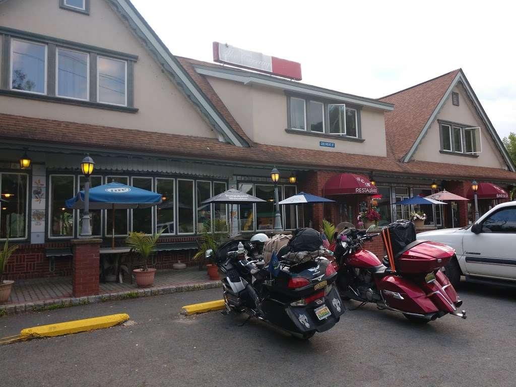 Carriage House - restaurant  | Photo 8 of 10 | Address: 3351 NY-97, Barryville, NY 12719, USA | Phone: (845) 557-0400