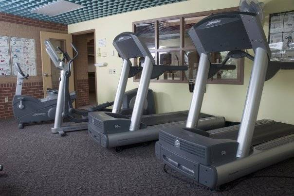 Mounds View Community Center - gym  | Photo 4 of 6 | Address: 5394 Edgewood Dr, Mounds View, MN 55112, USA | Phone: (763) 717-4040