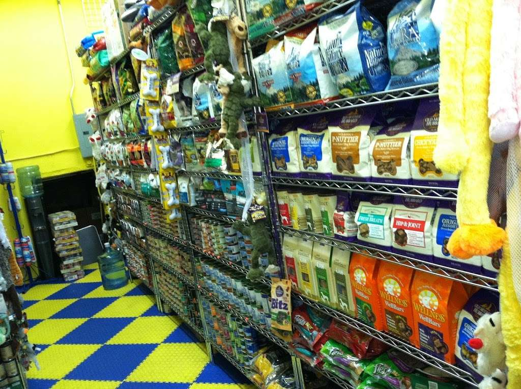 Furry Fiends - store    Photo 8 of 10   Address: 630 W 207th St, New York, NY 10034, USA   Phone: (212) 942-0222