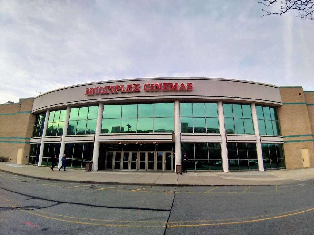 Edgewater Multiplex Cinemas - movie theater  | Photo 8 of 10 | Address: 339 River Rd, Edgewater, NJ 07020, USA | Phone: (800) 315-4000