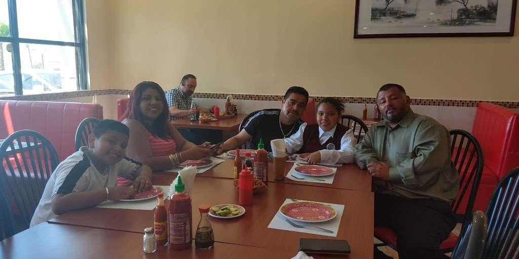 Restaurante Isla De Oro - meal delivery  | Photo 6 of 16 | Address: Av. Paseo del Lago 19407, Rio Tijuana 3ra Etapa, 22210 Tijuana, B.C., Mexico | Phone: 664 627 9882