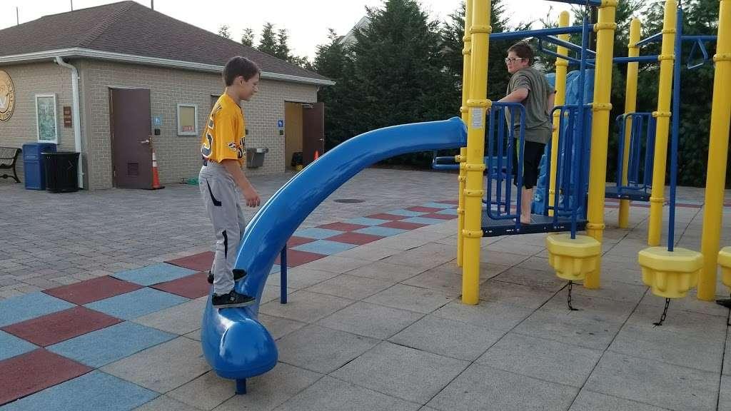 Plainedge Park - park  | Photo 4 of 10 | Address: 313 N Idaho Ave, North Massapequa, NY 11758, USA