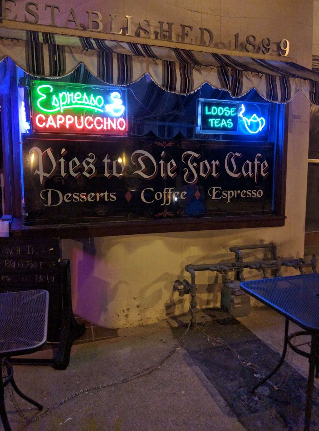 Pies To Die For Cafe - cafe  | Photo 3 of 10 | Address: 5 Broadway, Bangor, PA 18013, USA | Phone: (610) 340-4756