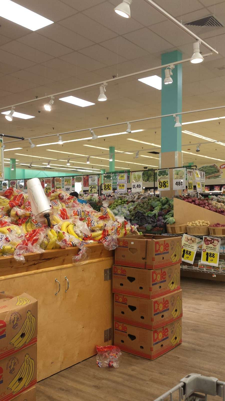Best Market West Babylon South - supermarket  | Photo 9 of 10 | Address: 531 Montauk Hwy, West Babylon, NY 11704, USA | Phone: (631) 539-3680