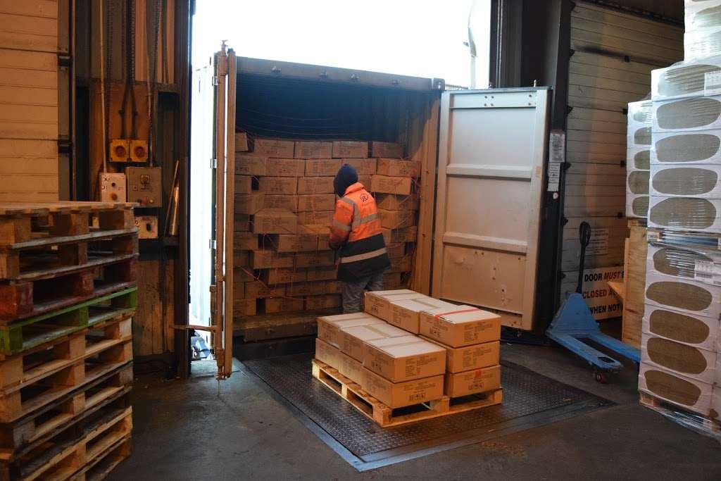 Forest Freight Ltd. - moving company    Photo 4 of 10   Address: Barlow Way South, Fairview Industrial Park, Rainham RM13 8UJ, UK   Phone: 01708 552222