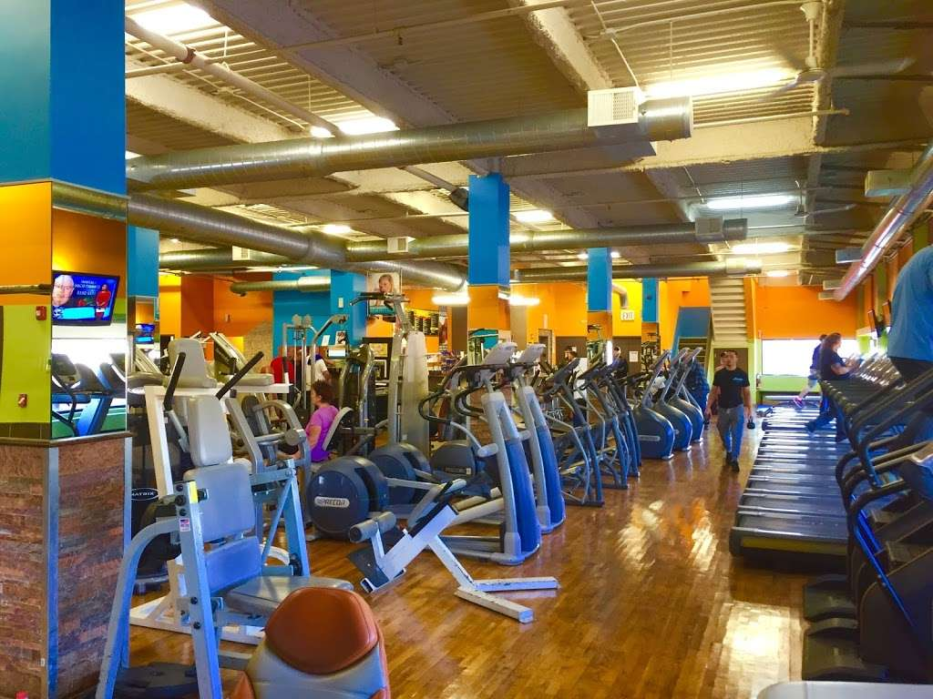 Intoxx Fitness - gym  | Photo 1 of 10 | Address: 2071 Clove Rd, Staten Island, NY 10304, USA | Phone: (718) 815-7900