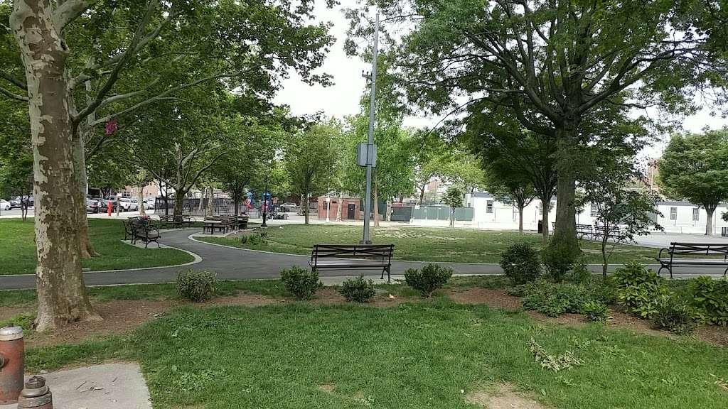 Hinton Park - park    Photo 3 of 10   Address: 34-02 114th St, Flushing, NY 11368, USA   Phone: (212) 639-9675