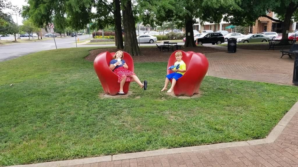 Gazebo Park - park    Photo 1 of 9   Address: 4 E Lockwood Ave, Webster Groves, MO 63119, USA   Phone: (314) 963-5300